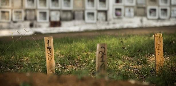 Numeração de cova para indigente em cemitério da Vila Formosa, zona leste de SP - Marlene Bergamo/Folhapress
