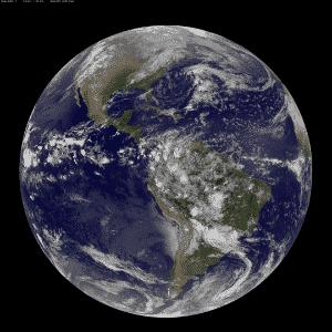 """""""Hoje é dia 22 de abril de 2014, é Dia da Terra, e que maneira melhor de celebrá-la do que olhar para nosso planeta do espaço"""", diz a Nasa (Agência Espacial Norte-Americana). Esta imagem mostra as Américas vistas pelo satélite NOAA's GOES-East. Na América do Norte, vemos nuvens associadas a uma frente fria que vem do Canadá. Uma área de baixa pressão é observada no Pacífico, que trará chuvas para os EUA. Perto do equador, a imagem mostra uma linha de trovoadas, associadas à Zona de Convergência Intertropical. Já na América do Sul, tempestades são vistas na Colômbia, Venezuela, Equador, Peru, Bolívia, Paraguai e Brasil - NASA/NOAA"""