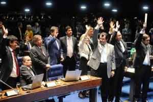 Senadores votam pela aprovação do Marco Civil sem alterações ao texto que pudessem levar o projeto de lei volta à Câmara