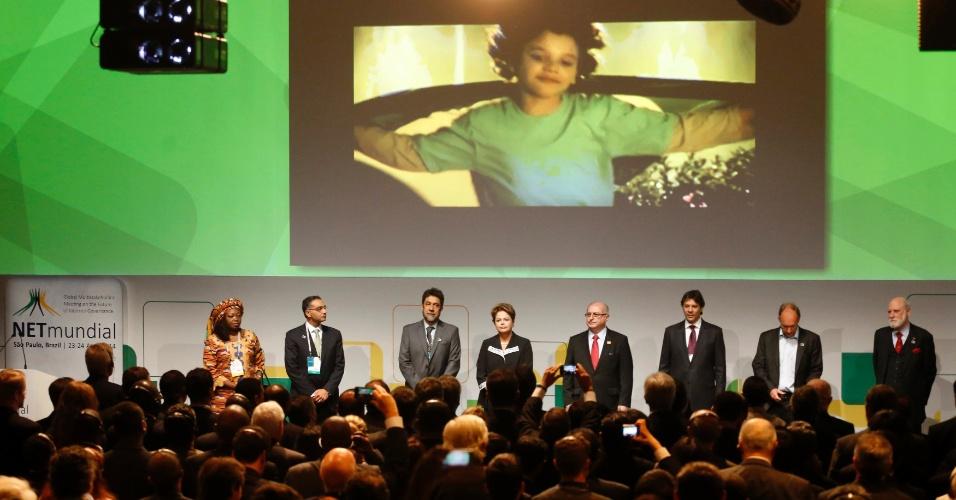 Cerimônia de abertura do Netmundial reúne ativistas, políticos e os criadores da internet. Da esq. à dir., a ativista nigeriana Nnenna Nwakanma; o diretor-executivo do ICANN, Fadi Chehade; o presidente do NETMundial, Virgilio Almeida; a president do Brasil, Dilma Rousseff, o ministro das Comunicações, Paulo Bernardo, o prefeito de São Paulo, Fernando Haddad; e os precursores da internet Tim Berners Lee e Vint Cerf