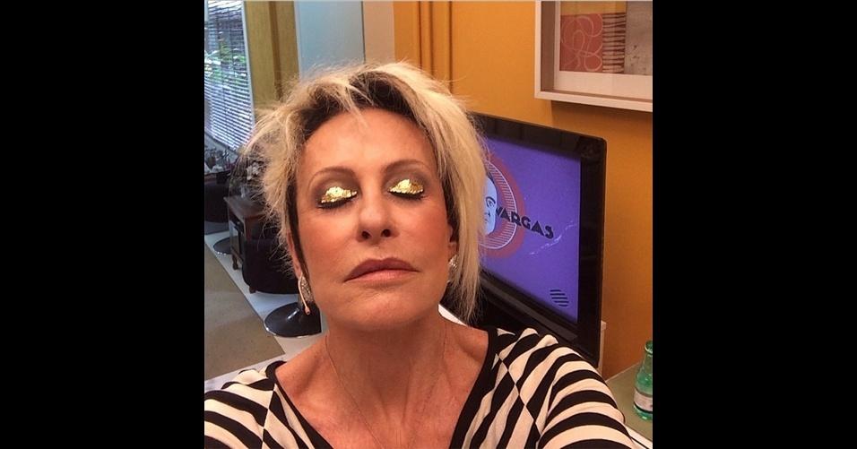 A apresentadora Ana Maria Braga (@anamaria16) tira 'selfies' (autorretratos) que mostram os bastidores do programa 'Mais Você'