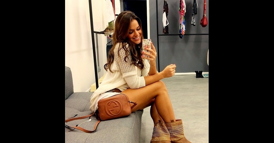 A atriz Bruna Marquezine (@brumarquezine) é uma das (muitas) celebridades adeptas dos 'selfies' (autorretratos) no Instagram. Ela costuma publicar fotos dos bastidores das gravações de novelas