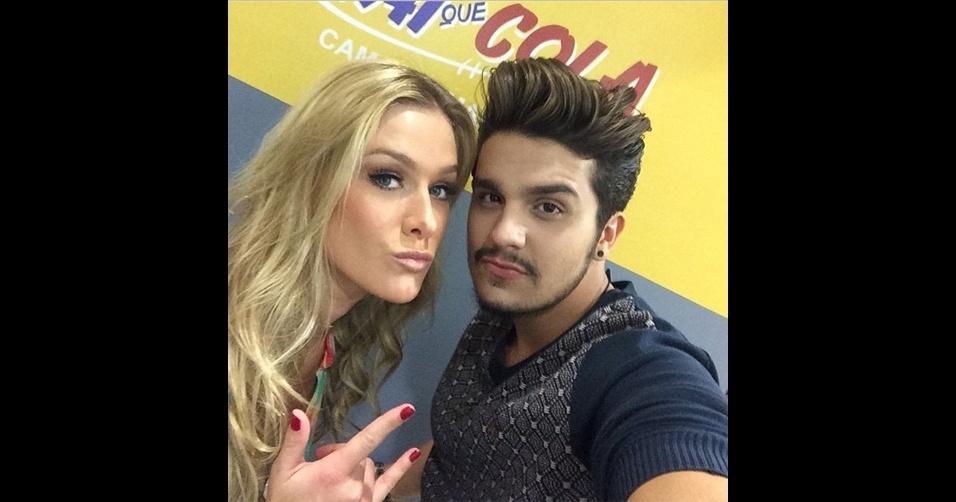 O cantor sertanejo Luan Santana (@luansantana) é adepto dos 'selfies' (autorretratos) no Instagram. O cantor costuma aparecer com outras celebridades (acima, a atriz Fiorella Mattheis)