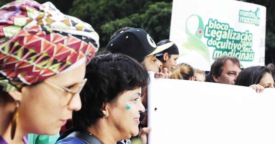 26.abr.2014 - Manifestantes participam da Marcha da Maconha em São Paulo. O ato deste ano defendeu o cultivo caseiro da erva