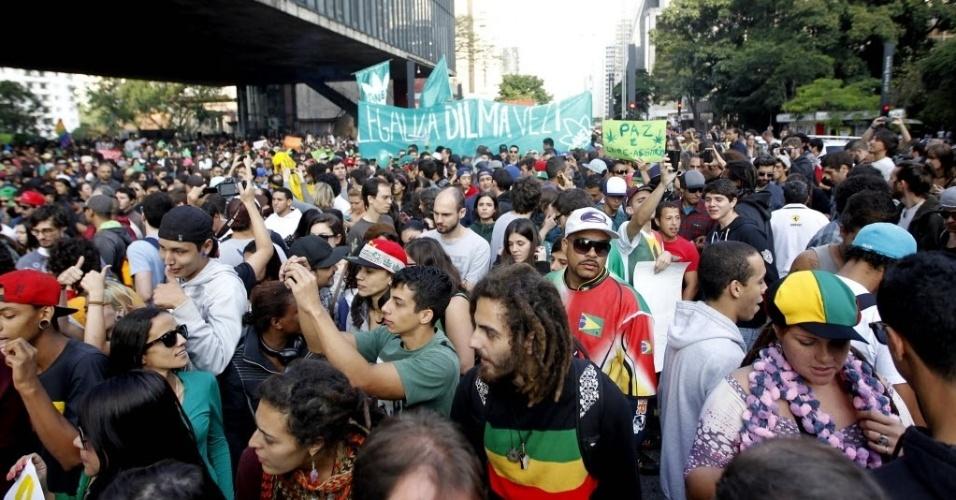 26.abr.2014 - Os manifestantes se concentraram na avenida Paulista, na altura do Masp (Museu de Arte de São Paulo), e marcharam em direção ao centro de São Paulo