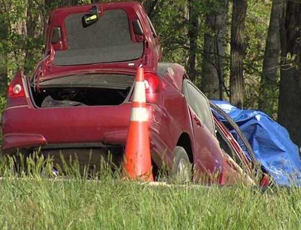 Carro de Courtney Ann Sanford atravessou a pista, bateu de frente com um caminhão e pegou fogo