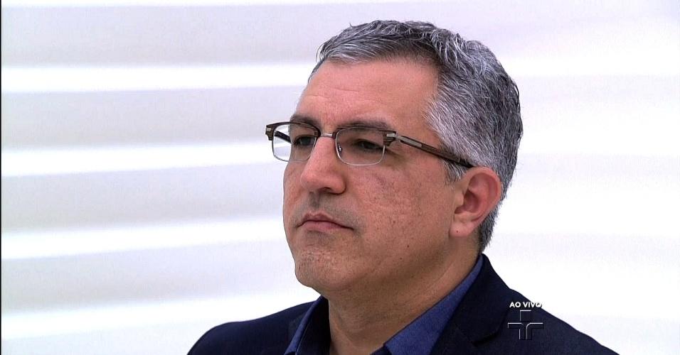 28.abr.2014 - O pré-candidato do PT ao governo estadual de São Paulo, Alexandre Padilha, participa do programa Roda Viva, da TV Cultura