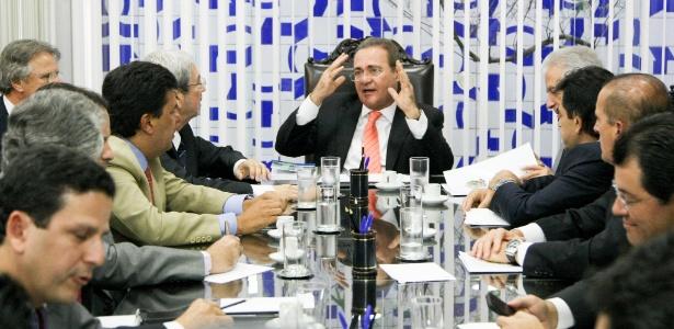 O presidente do Congresso Nacional, senador Renan Calheiros (PMDB-AL), disse que a CPI da Petrobras no Senado vai começar os trabalhos na próxima terça-feira