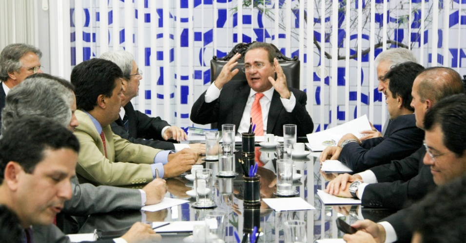 29.abr.2014 - O presidente do Congresso Nacional, senador Renan Calheiros (PMDB-AL) disse que a CPI (Comissão Parlamentar de Inquérito) da Petrobras no Senado vai começar os trabalhos na próxima terça-feira (6). Renan também solicitou aos líderes dos partidos no Senado que indiquem os membros da comissão. O senador afirmou ainda que irá recorrer da liminar da ministra Rosa Weber do STF (Supremo Tribunal Federal) que determinou que a CPI da Petrobras comissão investigue exclusivamente a estatal