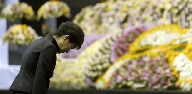 Presidente da Coreia do Sul, Park Geun-hye, participa de homenagem em Ansan às vítimas do naufrágio - Do Kwang-hwan/Yonhap/Reuters