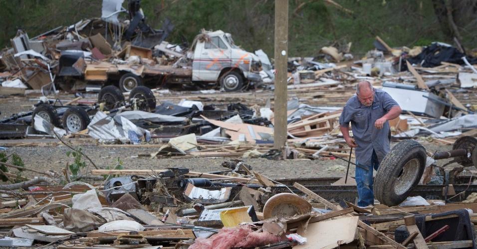 Armario Fernando ~ Tornados matam 34 nos EUA e ameaçam causar mais danos no