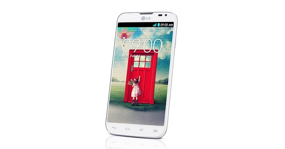 O smartphone L70 faz parte da terceira geração da série L da fabricante sul-coreana LG. O celular inteligente tem tela de 4,5 polegadas, processador dual-core (dois núcleos) de 1,2 GHz, câmera traseira de 8 megapixels, conexão 3G, 4 GB para armazenamento E sistema operacional Android KitKat (4.4) com personalização da companhia. O celular inteligente começa a ser vendido em maio e tem opções de dois e três chips. O preço sugerido pelo dispositivo é: R$ 699