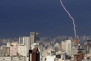 Cerca de 50 milhões de raios atingem o Brasil anualmente