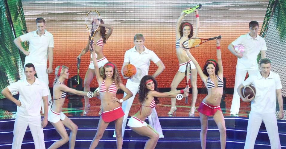 2.mai.2014 - Candidatas dançam durante o Miss Belarus 2014 in Minsk