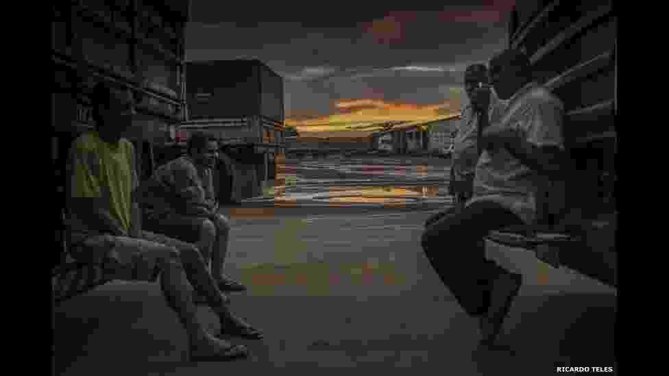 2.mai.2014 - Fotografia do brasileiro Ricardo Teles é vencedora na categoria 'Viagem' da última edição do Sony World Photography, um dos mais prestigiados prêmios de fotografia do mundo, com a fotorreportagem Estrada dos Grãos - Ricardo Teles/Divulgação/BBC