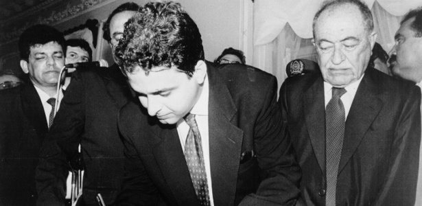 O ex-governador de PE Eduardo Campos é observado por seu avô, Miguel Arraes