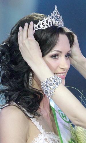 2.mai.2014 - Viktoria Miganovich é coroada Miss Belarus 2014 em Minsk
