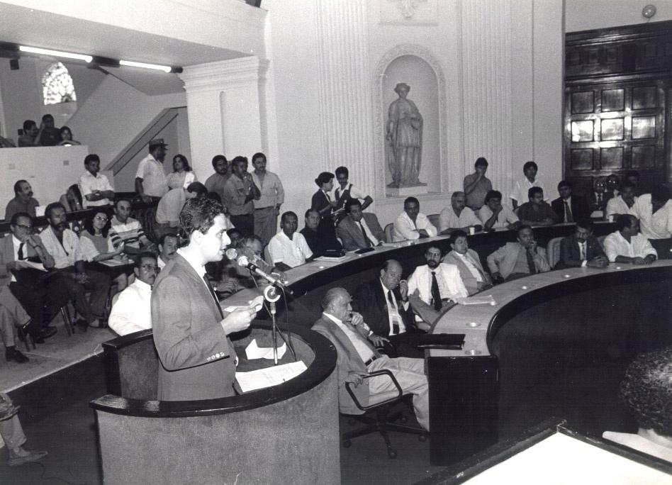 2.mai.2014 - Em 1990, Eduardo Campos filiou-se ao Partido Socialista Brasileiro (PSB) e foi eleito para seu primeiro mandato, o de deputado estadual, fazendo parte da oposição na Assembleia Legislativa