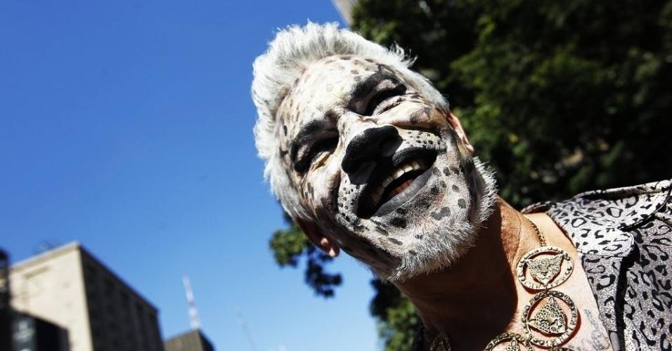 4.mai.2014 - Participantes se fantasiam e ocupam as ruas da capital paulista na 18ª Parada do Orgulho de Lésbicas, Gays, Bissexuais, Travestis e Transexuais de São Paulo neste domingo (4