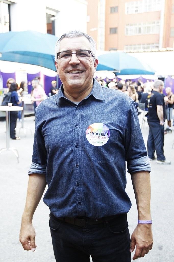 4.mai.2014 - O ex-ministro da Saúde e pré-candidato do PT ao governo paulista, Alexandre Padilha, participa da 18ª Parada do Orgulho de Lésbicas, Gays, Bissexuais, Travestis e Transexuais de São Paulo neste domingo (4)