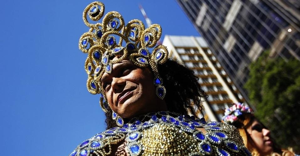 4.mai.2014 - Participantes se fantasiam e ocupam as ruas na 18ª Parada do Orgulho de Lésbicas, Gays, Bissexuais, Travestis e Transexuais de São Paulo neste domingo (4)