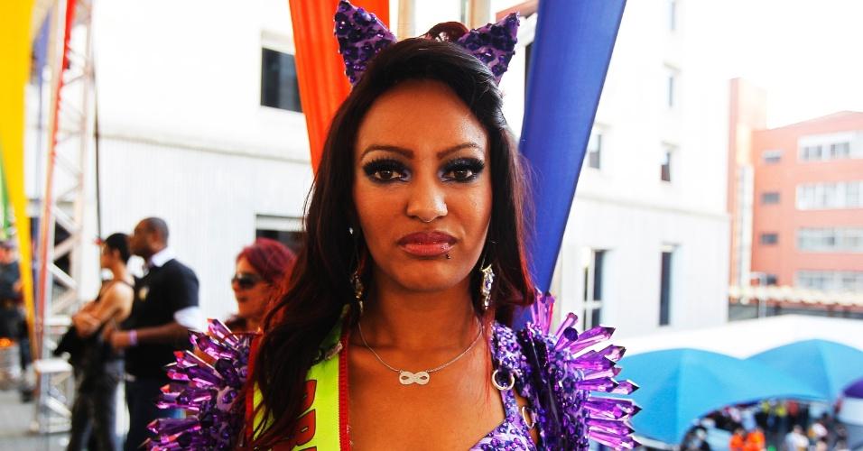 A drag queen Penélope Butterfly já foi xingada e teve de sair de ônibus em que foi ameaçada por grupo de garotos