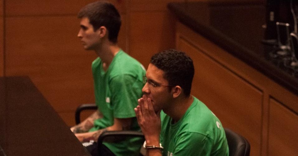 4.mai.2014 - Teve início nesta segunda-feira (5) a segunda audiência do julgamento da morte do cinegrafista Santiago Andrade, que foi atingido por um rojão durante protestos no Rio de Janeiro. Faltam os depoimentos de 13 testemunhas, sendo quatro de acusação e nove de defesa. Os acusados no caso são Fábio Raposo Barbosa e Caio Silva de Souza, que respondem pelos crimes de explosão e homicídio doloso triplamente qualificado, por motivo torpe, impossibilidade de defesa da vítima e uso de explosivo