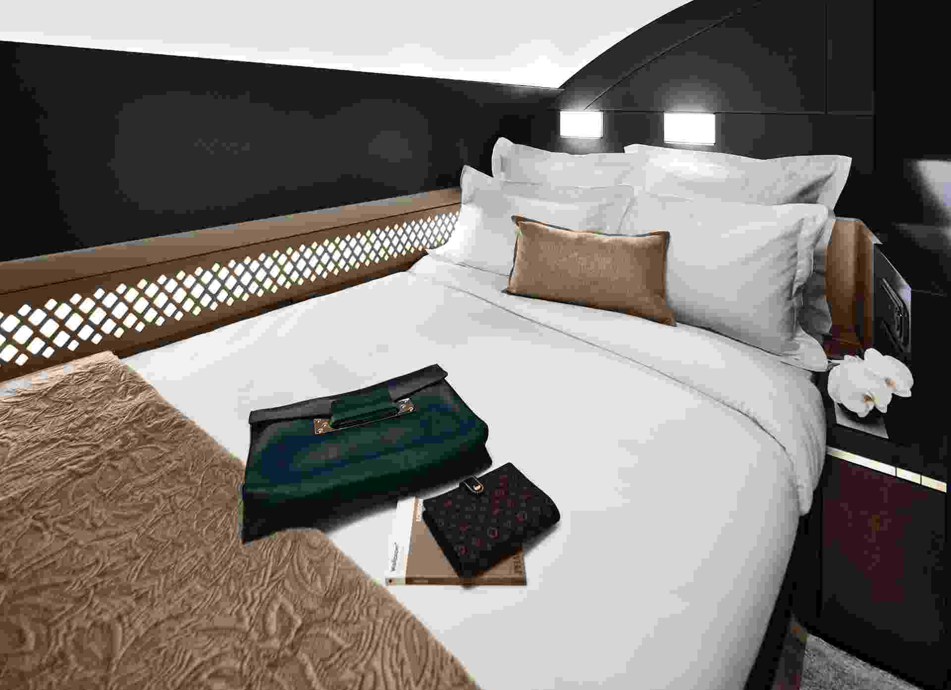 """A cabine """"The Residence"""", da companhia Etihad Airways, que faz voos para Abu Dhabi, tem sala de estar, quarto de casal, quarto com duas camas, banheiro privativo e um mordomo exclusivo durante todo o voo - Divulgação/Etihad"""