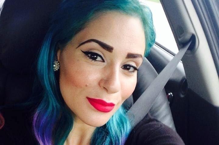 6.mai.2014 - A maquiadora brasileira Denise Moretti Batista, 33, foi encontrada morta abraçada ao filho de dois anos, na casa em que residia, em Melbourne, na Austrália. A família dela, que mora em Jundiaí, região de Campinas (SP), autorizou exames para que a causa da morte seja identificada. O corpo da brasileira, que fez carreira bem sucedida no exterior, foi encontrado pelo marido australiano