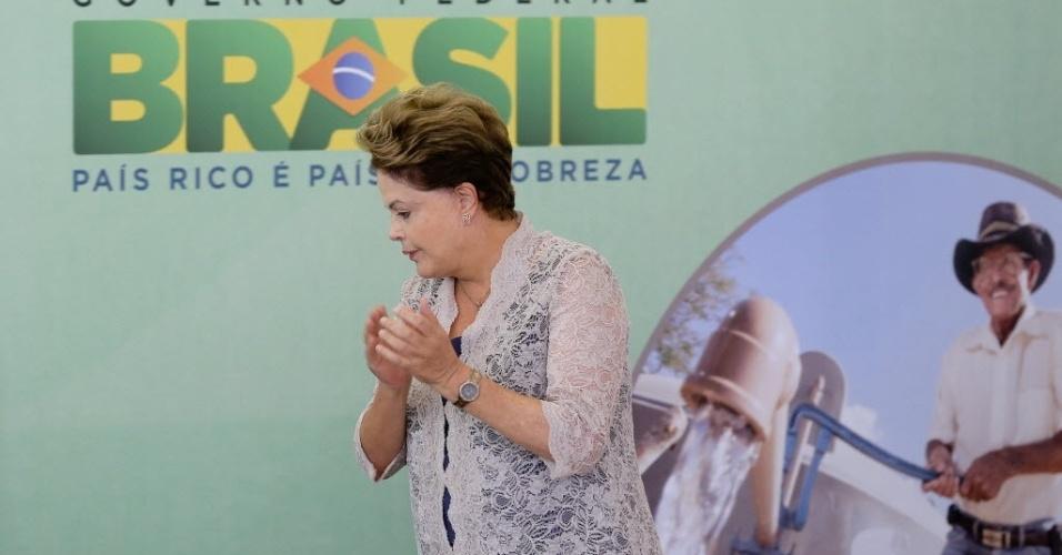 6.mai.2014 - A presidente Dilma Rousseff se defendeu nesta terça-feira (6) das críticas sobre a desaceleração da economia afirmando que, em compensação, houve aumento da renda e diminuição da desigualdade