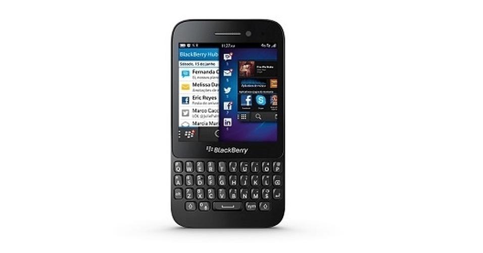 Do desenho ao sistema operacional, passando por preço e conjunto de hardware, o Q5 é um smartphone típico da Blackberry. Ele tem design semelhante a grande parte dos aparelhos da companhia: tela quase quadrada, de 3,1 polegadas touchscreen, e teclado físico QWERTY imediatamente sob o display. Preço aproximado R$ 1.000