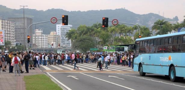Manifestação interrompe trânsito em avenida de Florianópolis (SC) - Petra Mafalda/Mafalda Press/Estadão Conteúdo