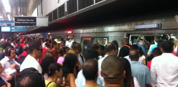 Passageiros lotam plataforma do Metrô na Central do Brasil, no centro do Rio - Gustavo Maia/UOL