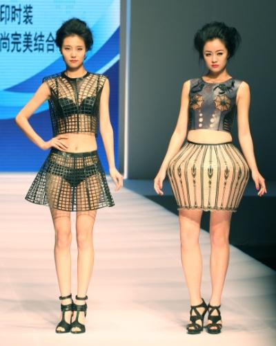 Durante a semana de moda da China, no final de abril, modelos vestiram roupas criadas com impressora 3D