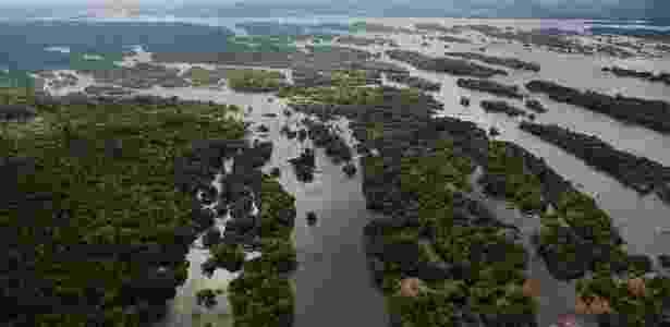 Vista aérea dos pedrais da Volta Grande do Xingu, trecho do rio que sera impactado pela construção da hidrelétrica de Belo Monte - Lalo de Almeida/ Folhapress