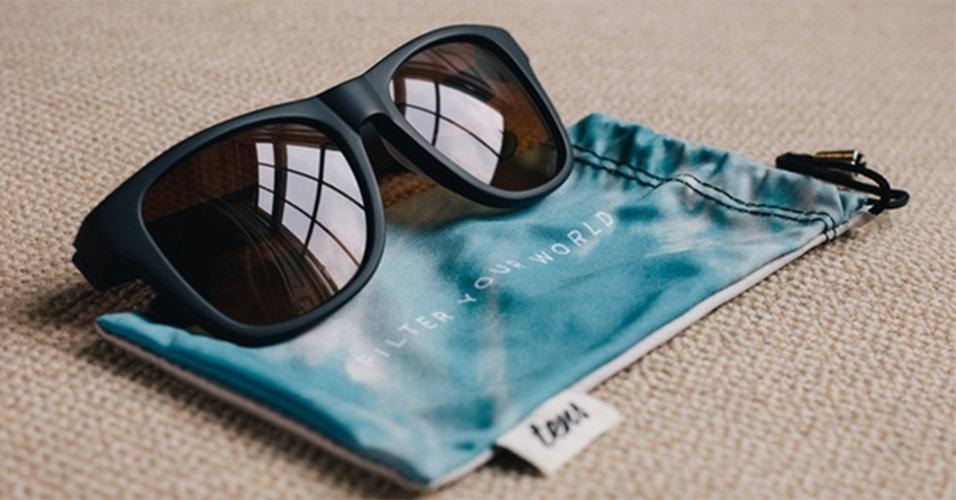 """9.mai.2014 - Desenvolvido por britânicos, os óculos de sol Tens têm a """"ambição de fazer seu dia parecer melhor"""". Para isso, a companhia desenvolveu óculos com um filtro, parecido com o usado no Instagram, que torna as cores mais quentes. O acessório é vendido na plataforma de financiamento coletivo Indiegogo e a unidade sai por 36 libras (cerca de R$ 135)"""