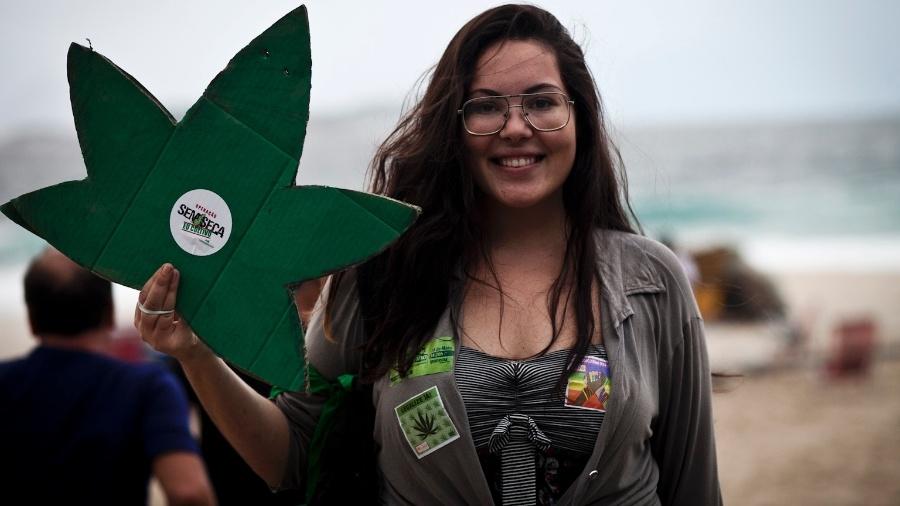 Jovem participa da Marcha da Maconha, no Jardim de Alah, na divisa entre Ipanema e Leblon, zona sul do Rio, em 2014 - Guillermo Giansanti/UOL