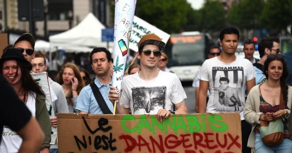 10.mai.2014 - Manifestantes pedem a legalização da maconha durante protesto em Marselha, sul da França