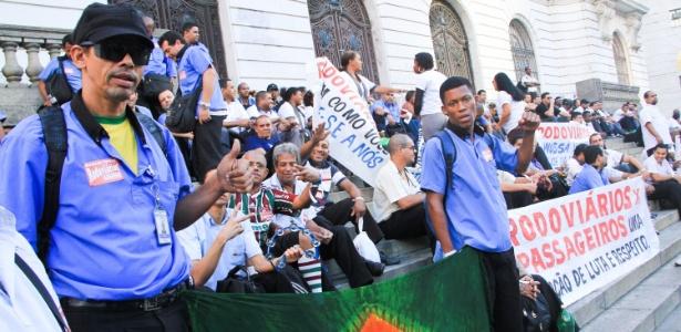 Motoristas e cobradores que operam linhas de ônibus na capital fluminense fazem protesto na Alerj - Néstor J. Beremblum/Brazil Photo Press/Agência O Globo