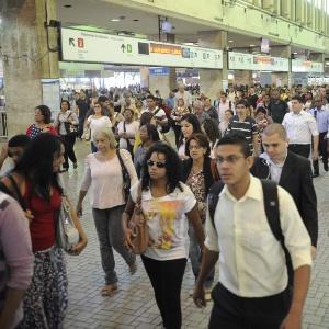 Com a greve dos rodoviários, a Central do Brasil, principal terminal de trens do Rio de Janeiro, ficou completamente lotada nesta terça-feira - Thomaz Silva/Agência Brasil