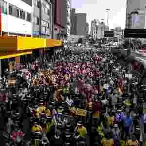 13.mai.2014 - Professores fecham a rua da Consolação no sentido centro na tarde desta terça-feira na região central de São Paulo. Eles estão em greve desde o dia 23 de abril - Taba Benedicto/Futura Press/Estadão Conteúdo