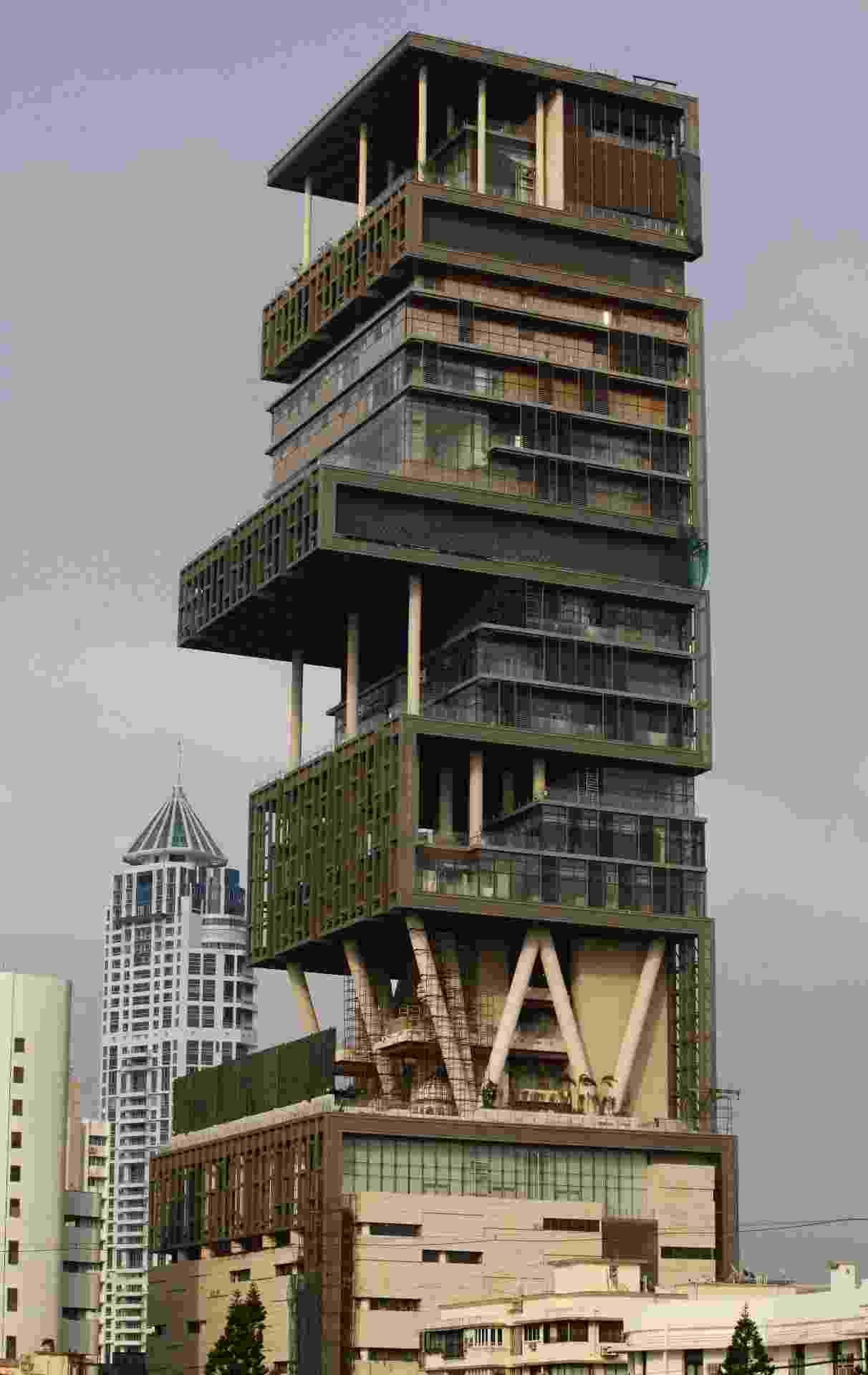 Antilia, casa de Mukesh Ambani em Mumbai, na Índia, é uma das propriedades mais caras do mundo - Danish Siddiqui/Reuters