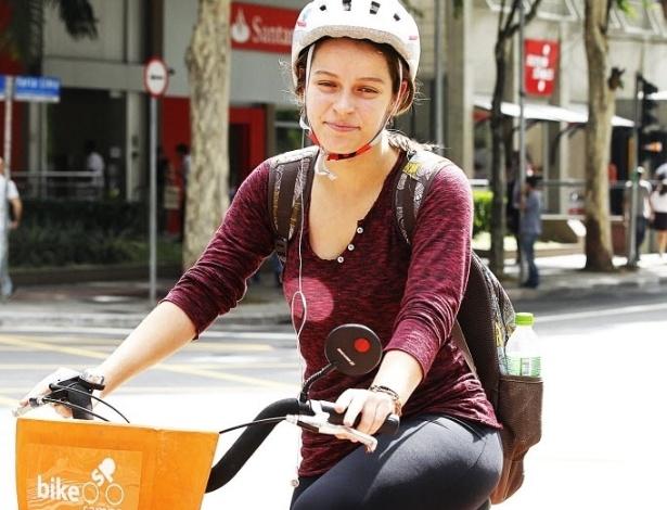 14.mai.2014 - A estudante Bárbara Coelho pedala desde o começo do ano. Tem uma bicicleta, mas também aluga com frequência. Resolve pedalar quando não quer usar o transporte público. Usa bicicleta para trabalhar e para passear