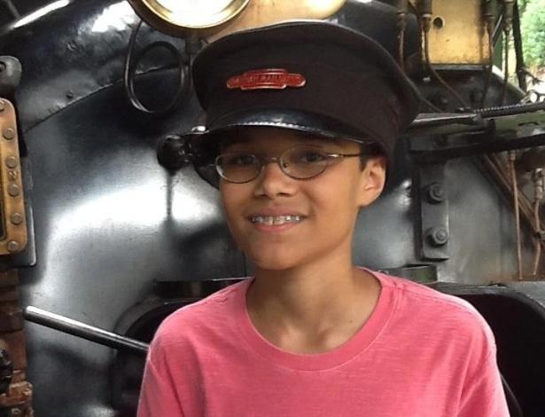 Daniel tira foto com chapéu de maquinista quando tinha apenas 11 anos, idade em que começou a se interessar pela matemática - Reprodução/Facebook