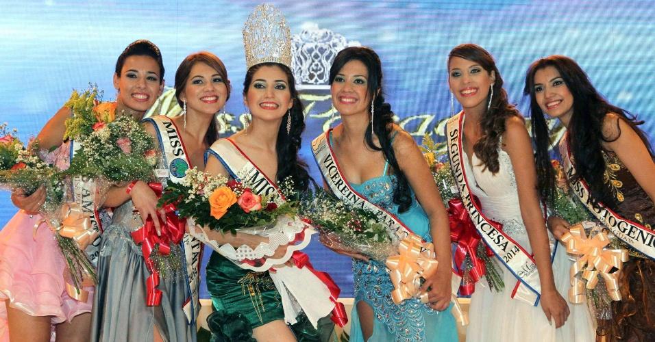 15.mai.2014 - Isabel Soloaga Irala, de coroa, da cidade de Itapúa (a 300 km de Assunção), foi eleita rainha da beleza do Paraguai em evento celebrado na capital. O concurso, que completa 23 anos em 2014, reuniu 18 candidatas. A vencedora vai representar o país no Miss Intercontinental, a ser realizado na Europa