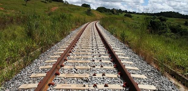Trilhos da ferrovia Norte-Sul em trecho a ser operado pela Valec em Anápolis, no interior de Goiás