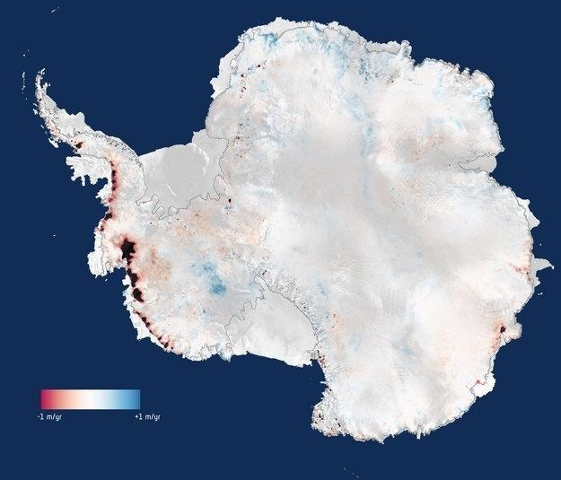 19.mai.2014 - Após três anos de observação, cientistas britânicos puderam constatar, com a ajuda de imagens de um satélite da Agência Espacial Europeia, que a Antártida está perdendo 159 bilhões de toneladas de gelo por ano. O número representa o dobro da perda mensurada na última pesquisa. O derretimento do gelo polar é o maior responsável pela elevação do nível dos oceanos. Sozinha, a perda de gelo da Antártida contribui para elevar o nível dos mares em 0,45 mm por ano. Há um desequilíbrio no padrão de degelo da Antártida, com uma concentração de perdas no oeste do continente