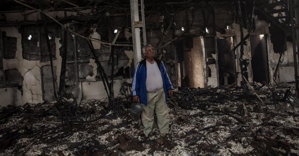 23.mai.2014 - Confrontos entre separatistas pró-Rússia e milicias ucranianas deixam edifício destruído em Pisky, a 15 km de Donetsk, no leste da Ucrânia. Os combates, que ocorrem dois dias antes das eleições presidenciais, deixaram pelo menos duas pessoas mortas, de acordo com testemunhas