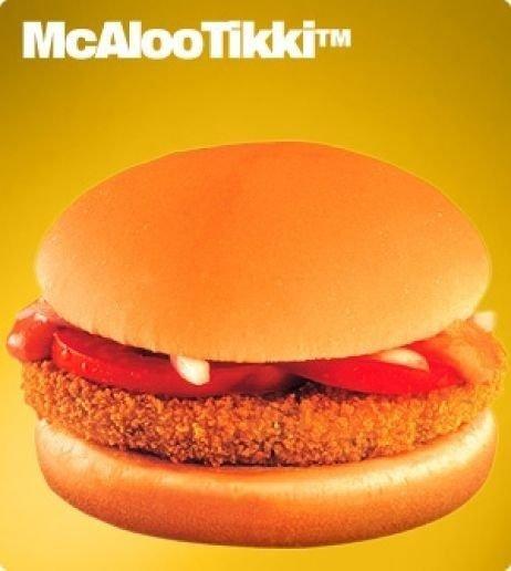 Muitos indianos não comem carne por questões religiosas. Por isso, o Mc Donald's vende no país um hambúrguer feito de batata. O lanche McAloo Tiki é recheado com tomate, cebola e maionese vegetariana