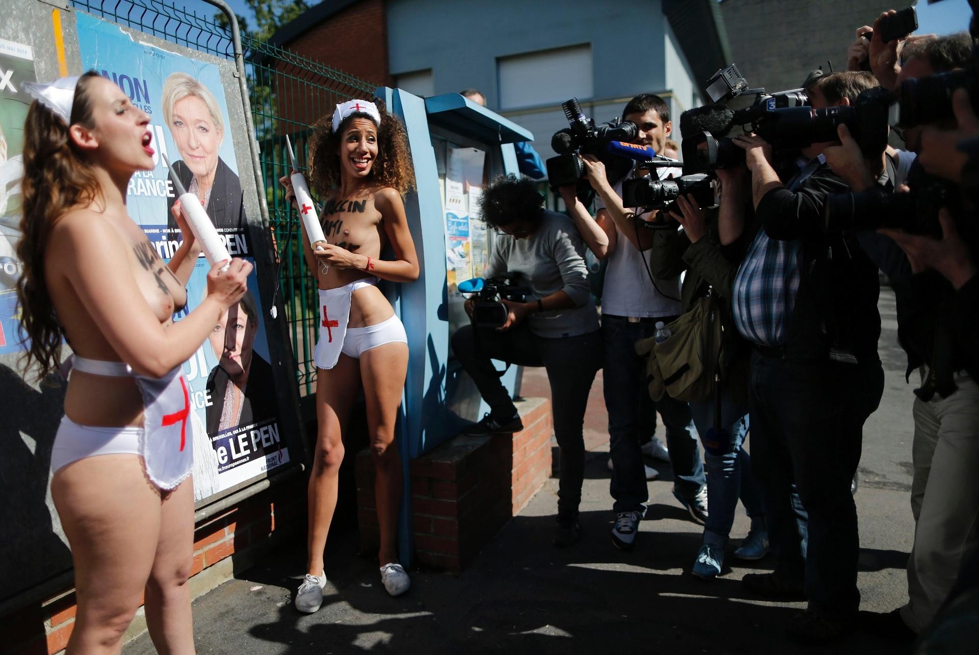 25.mai.2014 - Ativistas da organização Femen, que luta pelos direitos das mulheres, protestam neste domingo (25) em Henin-Beaumont, França. Cidadãos de 28 países votam para escolher 751 membros para o parlamento da União Européia